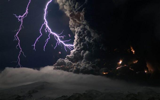 HD Erupting Volcano in Iceland