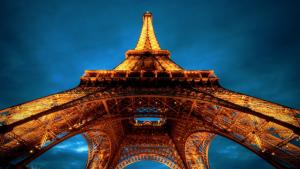 HD Eiffel Tower Cityscape View