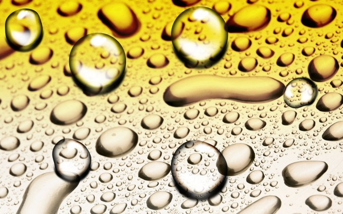HD Beads of Water Wallpaper
