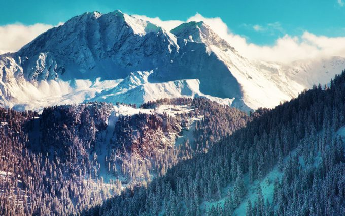 HD Blue Sky Chalet in the Mountains Wallpaper for Smartphone